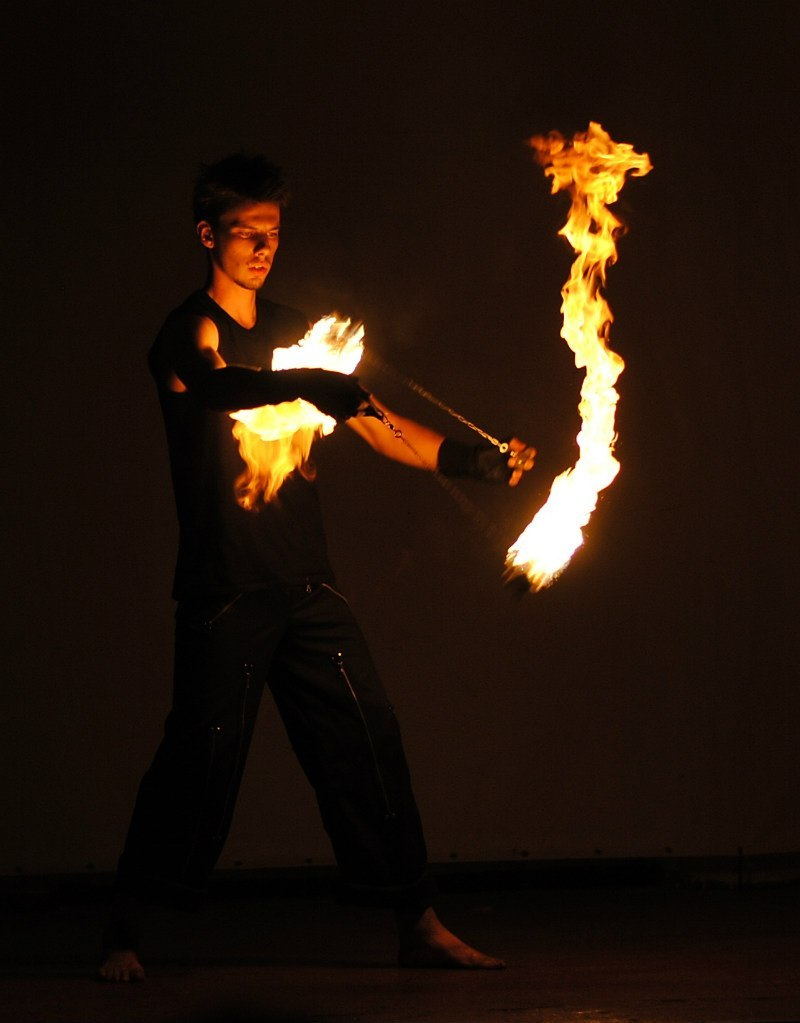 Кручение огненных поев